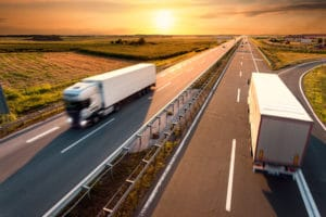 Full truckload shipping vs less-than-truckload shippinig